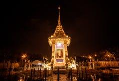 Kopia av den kungliga krematoriet för den kungliga kremeringen av hans majestätkonung Bhumibol Adulyadej på minnes- BridgePhra Ph Royaltyfria Bilder