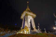 Kopia av den kungliga krematoriet för den kungliga kremeringen av hans majestätkonung Bhumibol Adulyadej på minnes- BridgePhra Ph Royaltyfri Bild