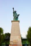 Kopia av den New York statyn av frihet i Paris Arkivbilder
