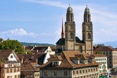 Kopia góruje Grossmunster Kościelny Zurich Szwajcaria od Lindenhof fotografia royalty free