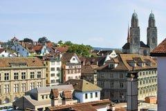 Kopia góruje Grossmunster Kościelny Zurich Szwajcaria od Lindenhof obraz royalty free