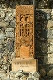 Kopia khachkar, z twarzami święci apostołowie rzeźbiący od xvi wiek od Jugha, wzdłuż drogi prowadzi Mon obraz stock