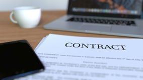Kopia kontrakt na biurku świadczenia 3 d zdjęcia royalty free