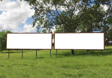 Kopia Pusty billboard przed pięknym chmurnym niebem obraz stock
