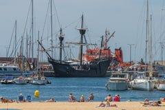 Kopia som den gamla spanjoren sänder i hamnen Palamos 20 05 2018 spain royaltyfri bild