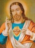 Kopian av den typiska katolska bilden av hjärta av Jesus Christ från Slovakien skrivev ut på 19 Arkivfoton
