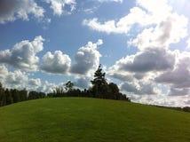 Kopiec i niebo Obrazy Stock