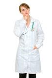 kopiera doktorn som ser den fundersama övre kvinnan för avstånd Arkivbilder