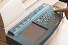 Kopiera och avläsande dokument på en maskin Royaltyfri Foto