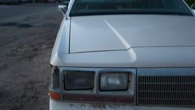 Koplamp en bumper van oude Amerikaanse auto stock video