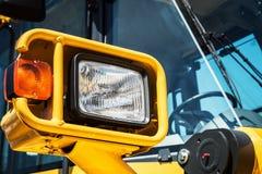 Koplamp globaal opgezet op een tractor royalty-vrije stock fotografie