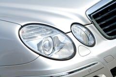Koplamp op Benz van Mercedes stock fotografie