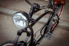 Koplamp op het kader van de fiets stock afbeeldingen
