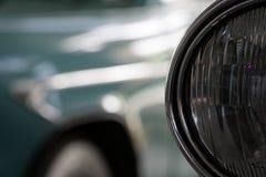 Koplamp van antieke oude auto, detail op de koplamp van een uitstekende auto Selectieve nadruk royalty-vrije stock afbeelding