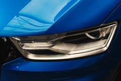 Koplamp van een moderne auto stock foto