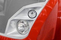 Koplamp van een rode auto stock foto