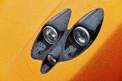 Koplamp van een supercar sinaasappel stock afbeeldingen