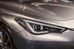 Koplamp van grijze moderne auto met LEIDEN licht royalty-vrije stock foto's
