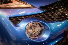 Koplamp van moderne auto met LEIDEN licht stock afbeeldingen