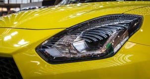 Koplamp van moderne auto met LEIDEN licht stock foto