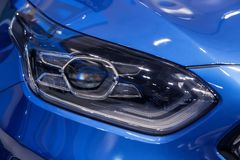koplamp van moderne prestigieuze auto stock foto