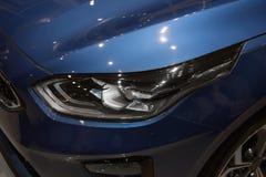 koplamp van moderne prestigieuze auto stock foto's
