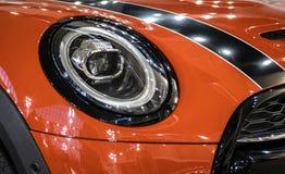 Koplamp van oranje moderne auto met LEIDEN licht royalty-vrije stock afbeelding