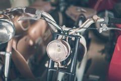 Koplamp van oude roestige uitstekende motorfiets royalty-vrije stock afbeelding