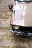 Koplamp van oude uitstekende auto stock fotografie