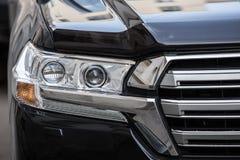 Koplamp van prestigieuze auto dichte omhooggaand stock afbeeldingen