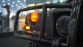 Koplamp van SUV-auto stock videobeelden