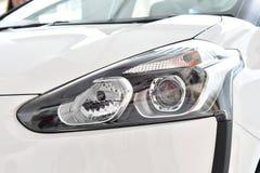 Koplamp van witte auto dichte omhooggaand Rome - Italië royalty-vrije stock afbeeldingen