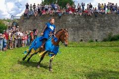 Koporje, Leningrad region Rosja, Lipiec, - 21, 2012: Odbudowa knightly pojedynki i batalistyczny chivalrous życie obozujemy Zdjęcie Stock