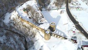 Koporye fästning, Februari dag Ryssland antennvideo arkivfilmer