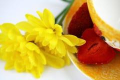 kopp över vit yellow Royaltyfria Bilder