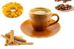Kopp av cappuccino och kakor Arkivfoton