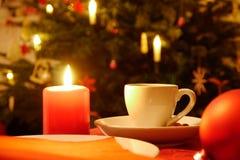 Kopp av coffe och stearinljuset Arkivfoton