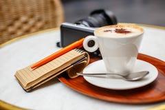 Kopp av coffe på tabellen Royaltyfri Bild