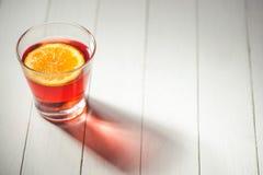 Kopp av den varma juldrinken mulled orange wine Royaltyfri Bild