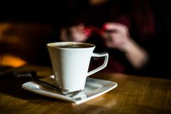 Kopp av espresso på caffeen royaltyfria bilder
