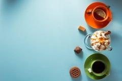 Kopp av glasskaffe, te och kakao royaltyfria foton