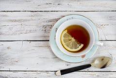 kopp av grönt te med citronen fotografering för bildbyråer