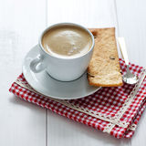Kopp av kaffe med kexar Arkivbild