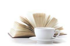 Kopp av kaffe och boken Fotografering för Bildbyråer