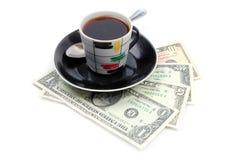 Kopp av kaffet och dollarna Fotografering för Bildbyråer