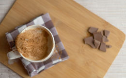 Kopp av latte Mjölka översvämningen sömlös bakgrund Royaltyfria Bilder