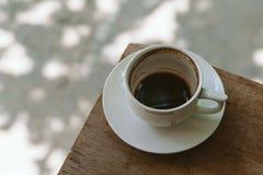 Kopp av oavslutat kaffe royaltyfria bilder