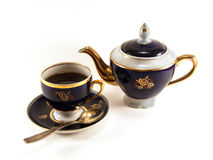 Kopp av svart te och teakettlen Royaltyfri Foto
