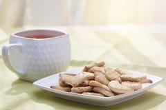Kopp av tea på tabellen Royaltyfria Foton