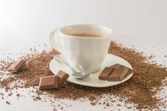 Kopp av varm choklad med chokladstycken Royaltyfria Foton